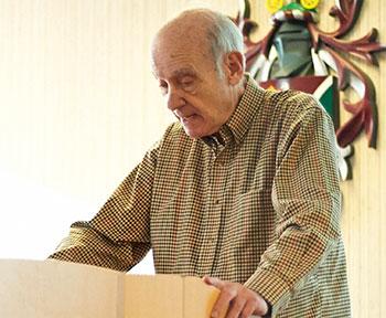 The 'Legendary' Bob Leaf, former international ceo of Burson Marsteller, guest lectures for CHCR
